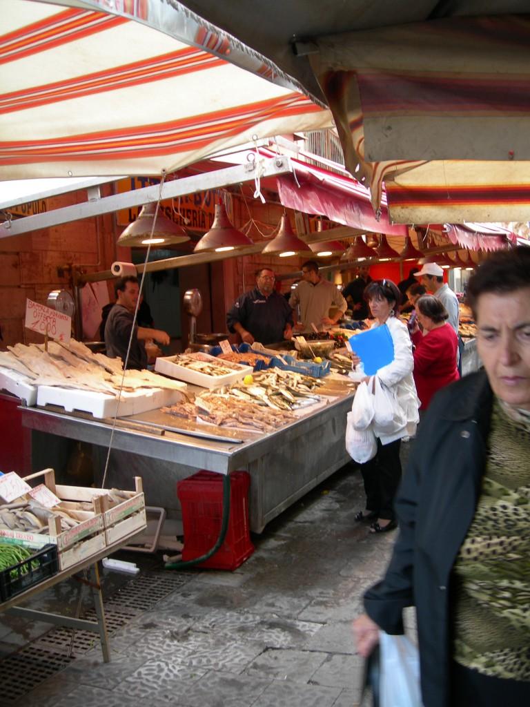 Mercato popolare del pesce